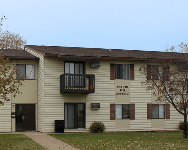 Listing Lcx 129 411 Cook Street La Crosse Apartment Connextion Rental Guide Wisconsin Apartments Townhomes Duplexes Houses