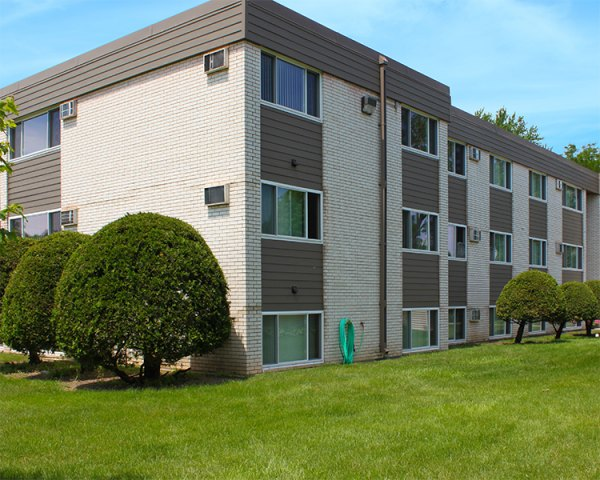 Listing lcx 2015 1515 west 5th street winona mn apartment connextion rental guide for 1 bedroom apartments winona mn